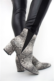 Bild på Stella Boots  Grey Snake 249:- ex moms